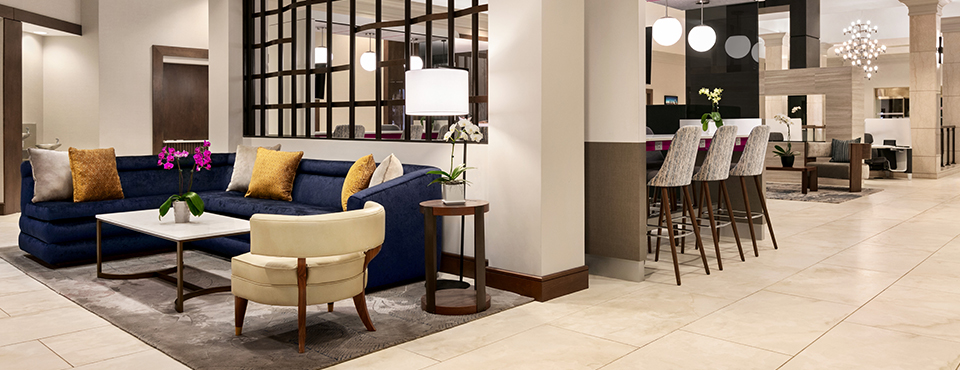 Crowne Plaza Philadelphia - King of Prussia lobby seating area